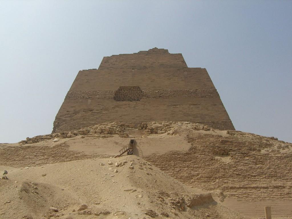 1280px-Meidoum_pyramide_003
