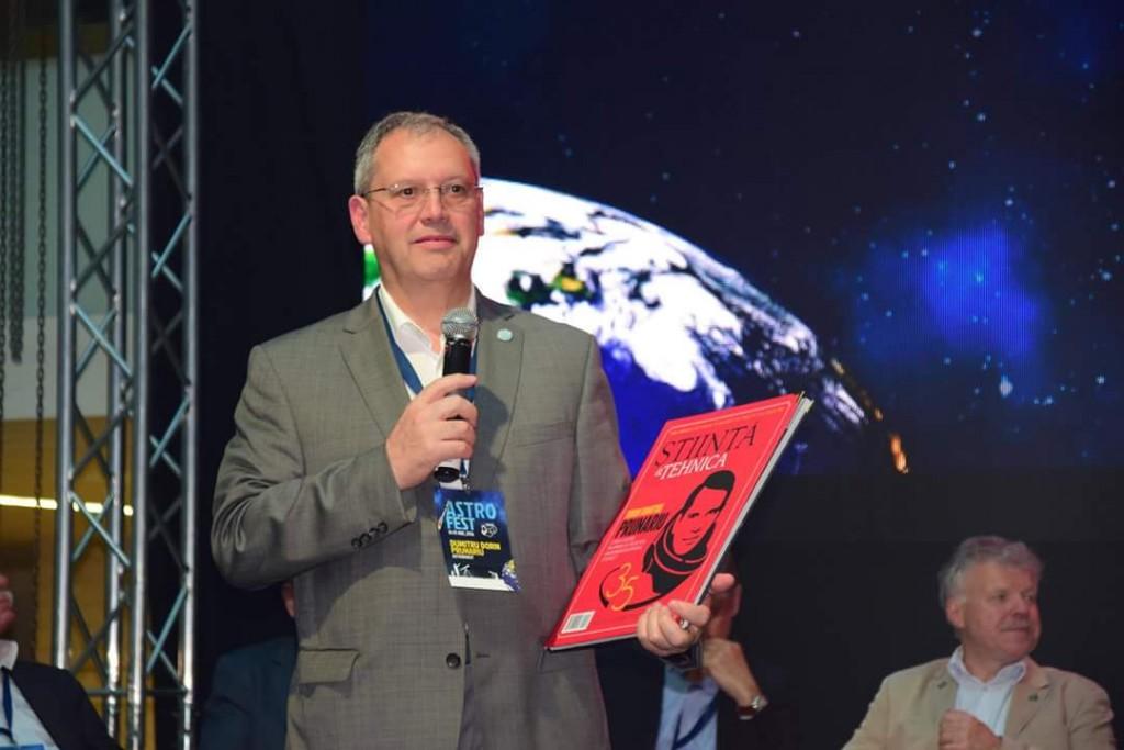 ASTRO FEST, 14 mai 2016, Biblioteca Națională a României. Dumitru Dorin Prunariu și ediția de mai 2016 a revistei Știință&Tehnică care îi este dedicată.