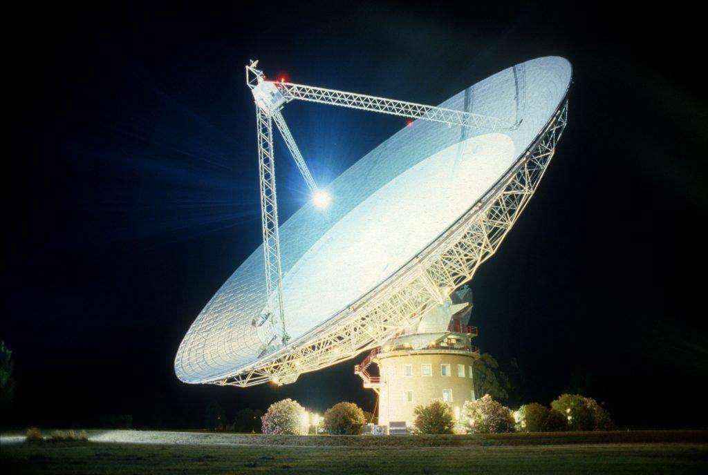 csiro_scienceimage_2720_parkes_radio_telescope