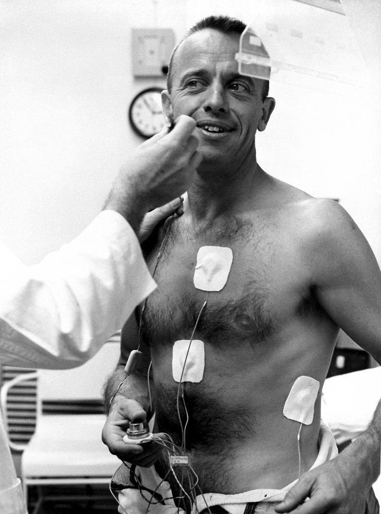 "Alan Shepard ""cablat"" înainte de zbor."